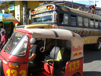 Chicken bus and tuktuk 15